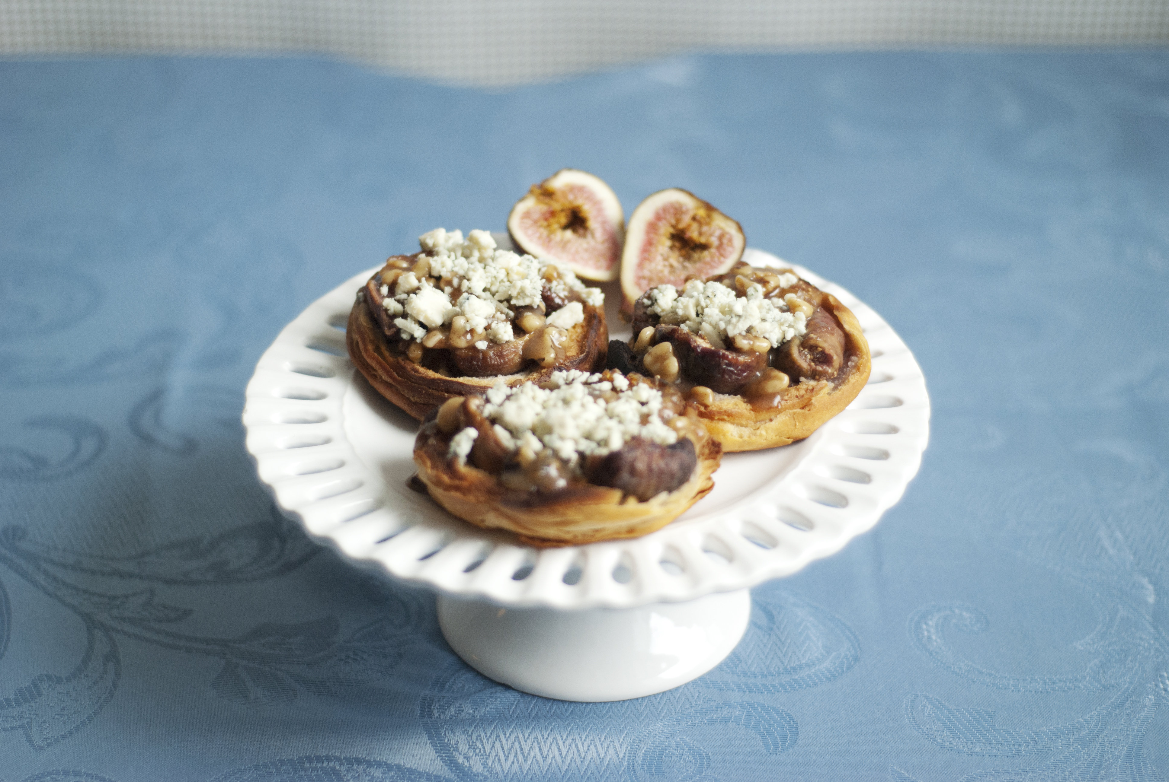 Crunchy fig and bleu cheese tarts for Canape cookbook