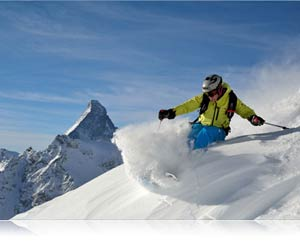 Nikon D7100 photo of a skier in powder on a mountain showing continuous shooting speed