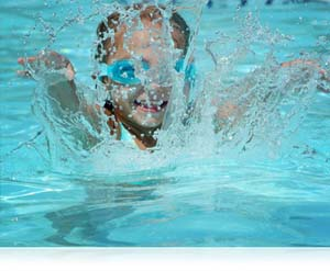 Nikon 1 image of kid in pool showing a quickly shot candid
