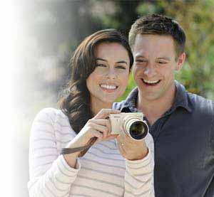 Photo of man and woman with a Nikon 1 J3