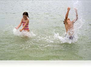 Nikon 1 and WP-N1 waterproof housing photo of kids playing in the ocean