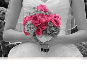 COOLPIX S800c creative photo using selective color on bridal flowers