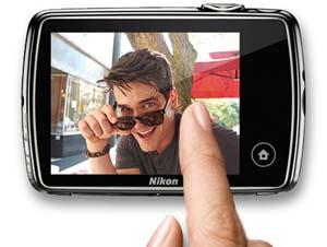 COOLPIX S01 touchscreen display