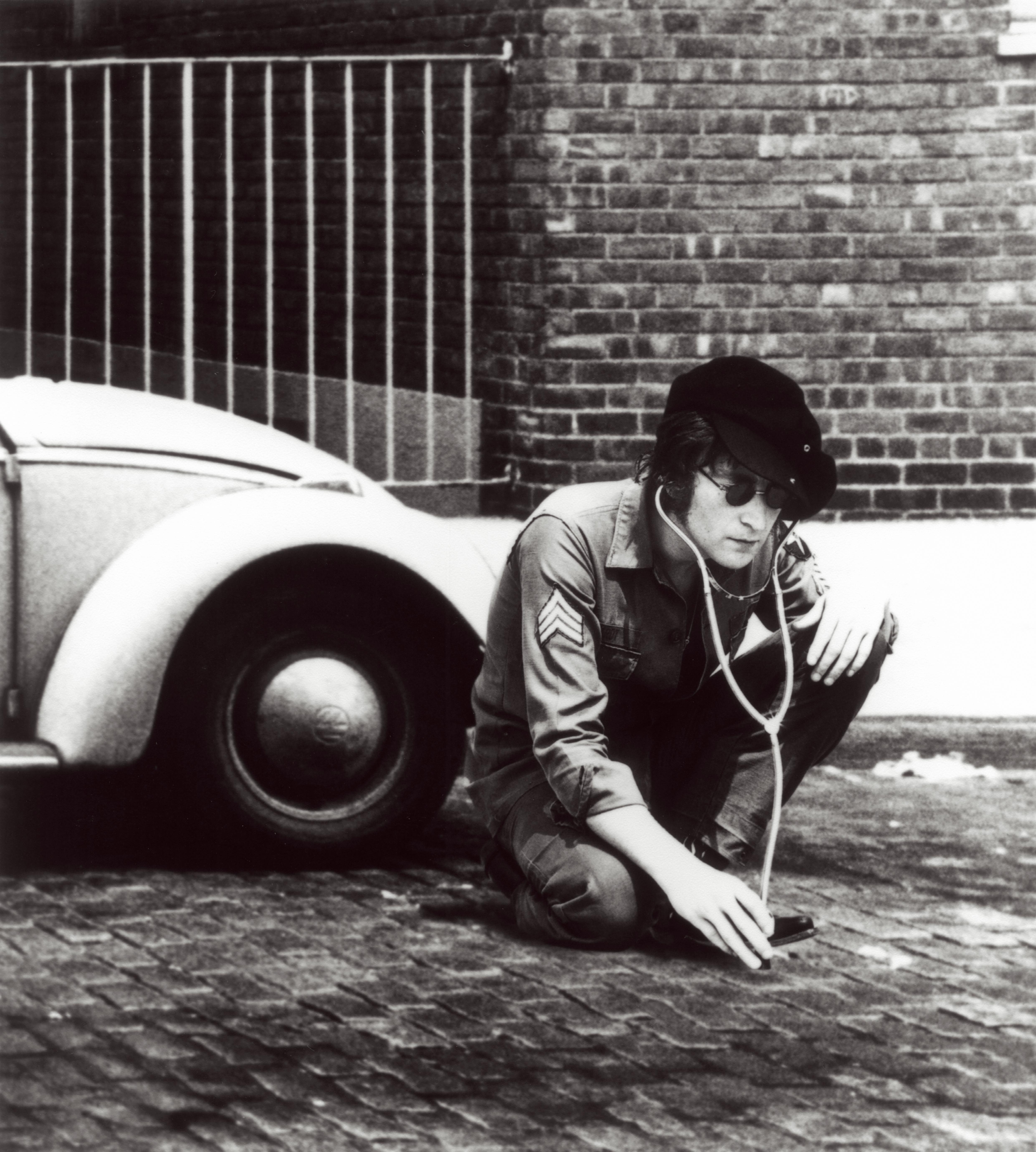 http://g-ec2.images-amazon.com/images/G/01/music/John_Lennon_5.jpg