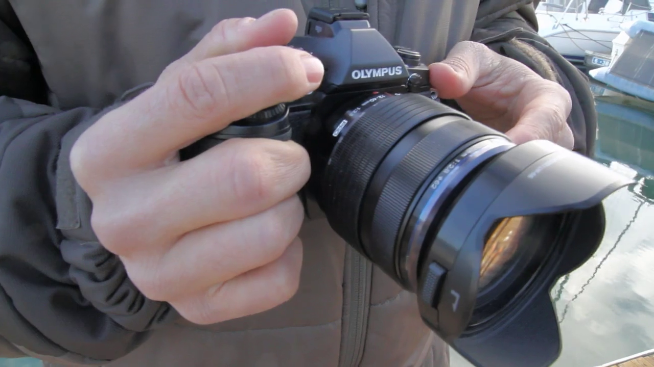 What is the advantage of using a mirrorless camera? by DPReview GearShop