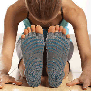 Amazon Com Gaiam Grippy Toeless Yoga Socks Sports