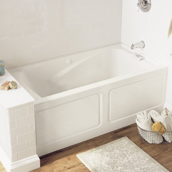Lifestyle picture of the american standard evolution bathtub for Deep alcove bathtubs
