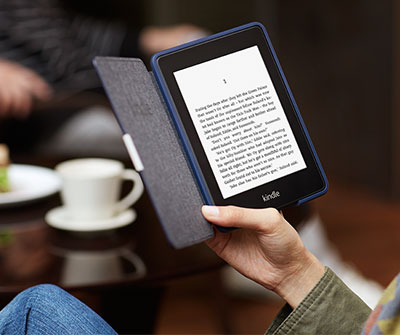 Reading Kindle Paperwhite with a Leather Cover