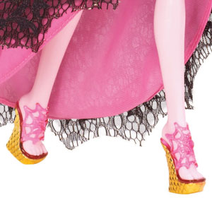 Draculaura doll wears her signature colour palette, with touches of pink complementing black