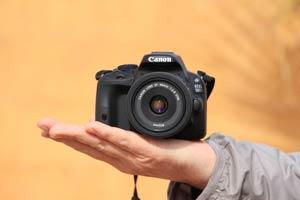 Die EOS 100D mit dem super kompakten EF 40mm 1:2,8 STM Objektiv